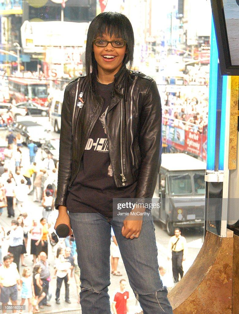 "Fefe Dobson Visits MTV's ""TRL"" - August 4, 2004"