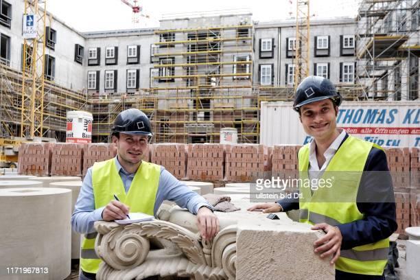 Feierabend mit dem Internetunternehmer Johannes Reck GetYourGuide Baustelle Stadtschlosse Berlin Reporter Max Zimmerman