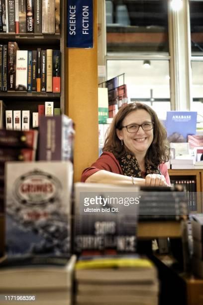 FeierabendInterview mit EUKommissarin Cecilia Malmström im Buchladen Tropismes in Brüssel