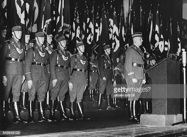Feierstunde der SA im Theater am HorstWesselPlatz in Berlin im Rahmen der Kundgebungen zum Heldengedenktag SAStabschef Viktor Lutze während seiner...