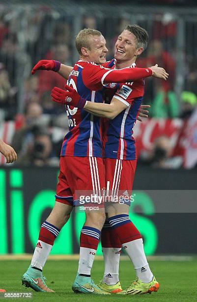Feierte sein Comeback Bastian SCHWEINSTEIGER FC Bayern München jubelt mit Sebastian Rode FC Bayern München nach seiner Vorlage zum Tor 40 1...