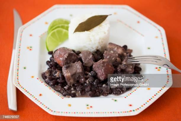 feijoada (stew with black beans and sausage, brazil) - feijoada imagens e fotografias de stock