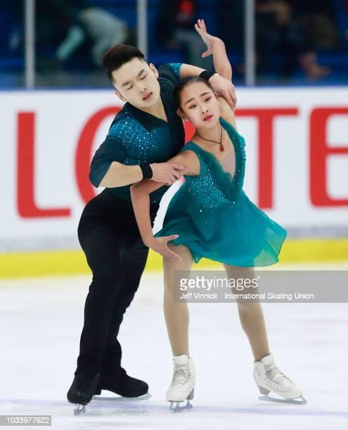 Feiyao Tang and Yongchao Yang of China perform during their junior pairs final skate at the 2018 Junior Grand Prix of Figure Skating on September 15...