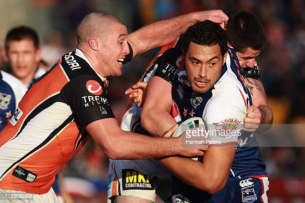 Feleti Mateo of the Warriors charges forward during the round 14 NRL match between the Warriors and the Wests Tigers at Mt Smart Stadium on June 12...