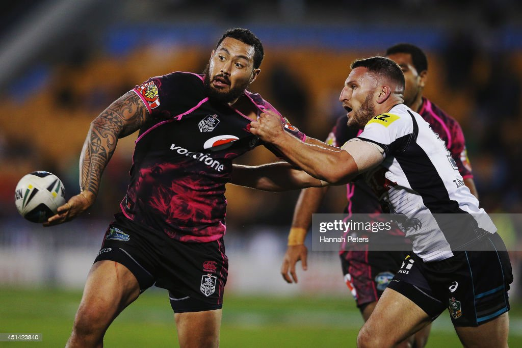 Feleti Mateo of the Warriors offloads the ball during the round 16 NRL match between the New Zealand Warriors and the Penrith Panthers at Mt Smart Stadium on June 29, 2014 in Auckland, New Zealand.
