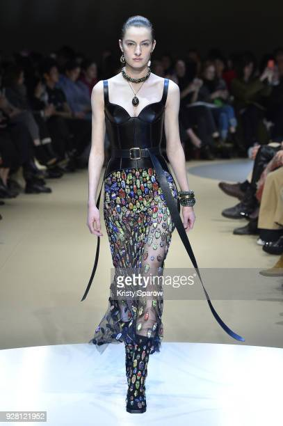 Felice Noordhoff walks the runway during the Alexander McQueen show as part of Paris Fashion Week Womenswear Fall/Winter 2018/2019 on March 5 2018 in...