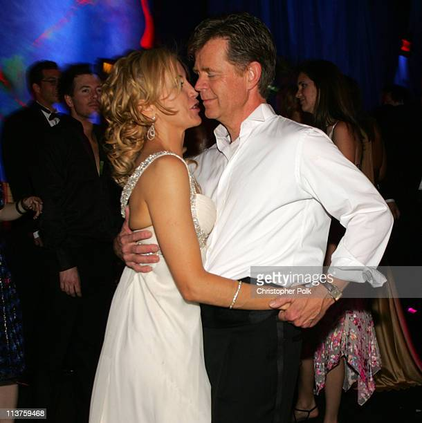 Felicity Huffman and William H Macy during InStyle Warner Bros 2006 Golden Globes After Party Inside at The Oasis at the Beverly Hilton in Beverly...