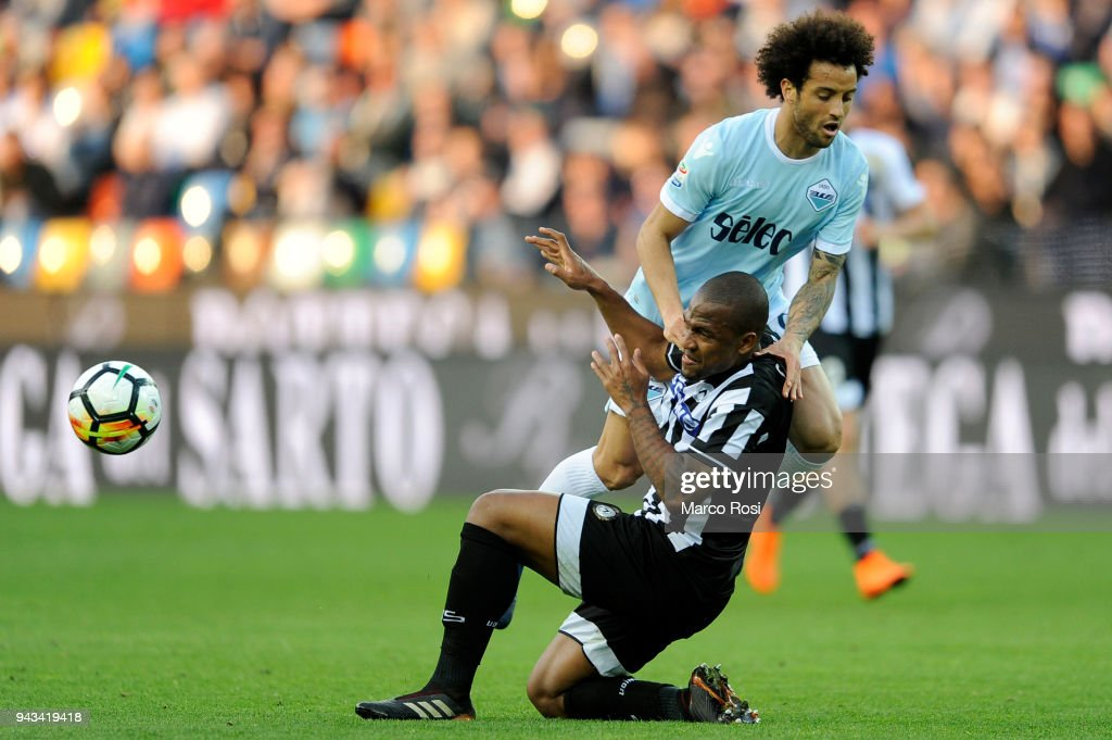 Felipe Anderson of SS Lazio competes for the ball with and Santos Samir of Udinese Calcio tduring he serie A match between Udinese Calcio and SS Lazio at Stadio Friuli on April 8, 2018 in Udine, Italy.