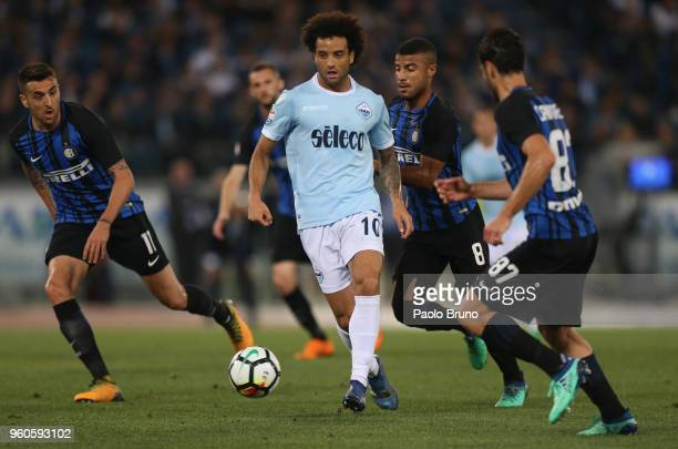 Felipe Anderson of SS Lazio competes for the ball with FC Internazionale players during the Serie A match between SS Lazio and FC Internazionale at...