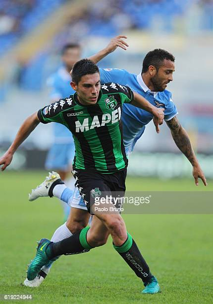 Felipe Anderson of SS Lazio competes for the ball with Matteo Politano of US Sassuolo during the Serie A match between SS Lazio and US Sassuolo at...