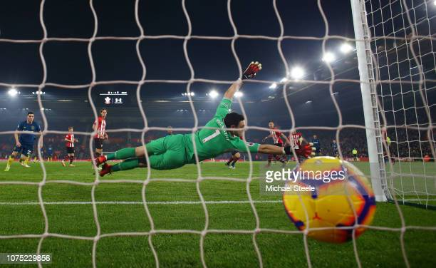Felipe Anderson of West Ham United scores his sides first goal past Alex McCarthy of Southampton during the Premier League match between Southampton...