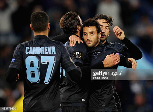 Felipe Anderson with his teammates of SS Lazio celebrates after scoring the team's second goal during the UEFA Europa League group G match between SS...