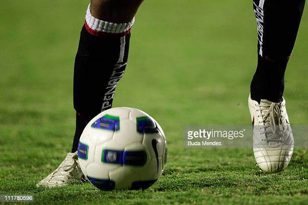 Felipe Bastos of Vasco struggles for the ball during a match as part of Brazil Cup 2011 at Sao Januario stadium on April 06, 2011 in Rio de Janeiro,...