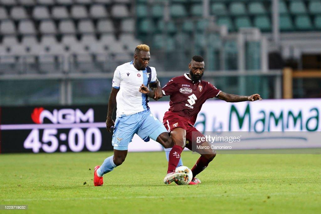 Felipe Caicedo of Ss Lazio (L) and Nicolas N'Koulou of... : ニュース写真