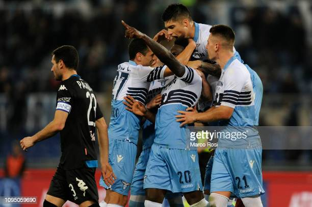 Felipe Caicedo of SS Lazio celebrate a opening goal a penalty with his team mates during the Serie A match between SS Lazio and Empoli at Stadio...
