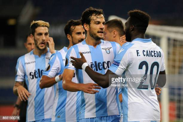 Felipe Caicedo of SS Lazio celebrates a opening goal with his teamates during the UEFA Europa League group K match between SS Lazio and SV Zulte...