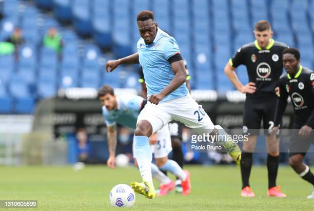 Felipe Caicedo of S.S. Lazio scores their side's second goal from the penalty spot during the Serie A match between SS Lazio and Spezia Calcio at...