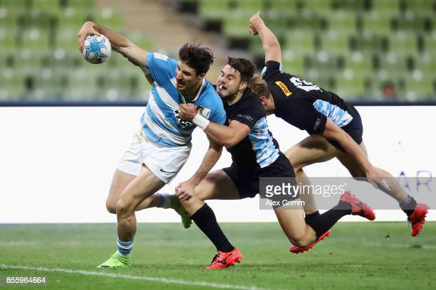 Felipe del Mestre of Argentina scores a try against Fabian Heimpel and Tim Lichtenberg of Germany during the 5th place match between Argentina and...