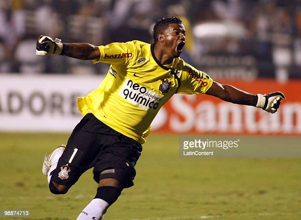Felipe, goalkeeper of Corinthians, celebrates their first goal during their Libertadores Cup match against Flamengo at Pacaembu stadium on May 5,...