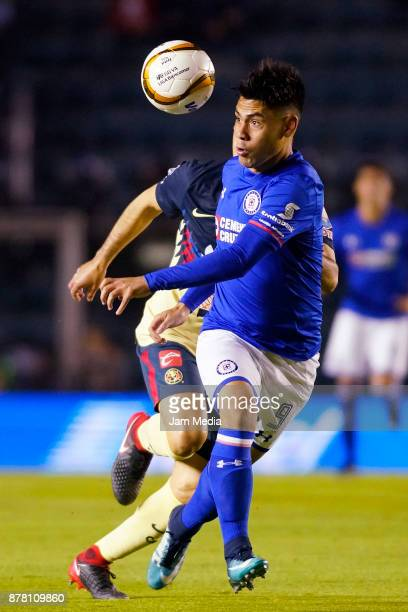 Felipe Mora of Cruz Azul in action during the quarter finals first leg match between Cruz Azul and America as part of the Torneo Apertura 2017 Liga...