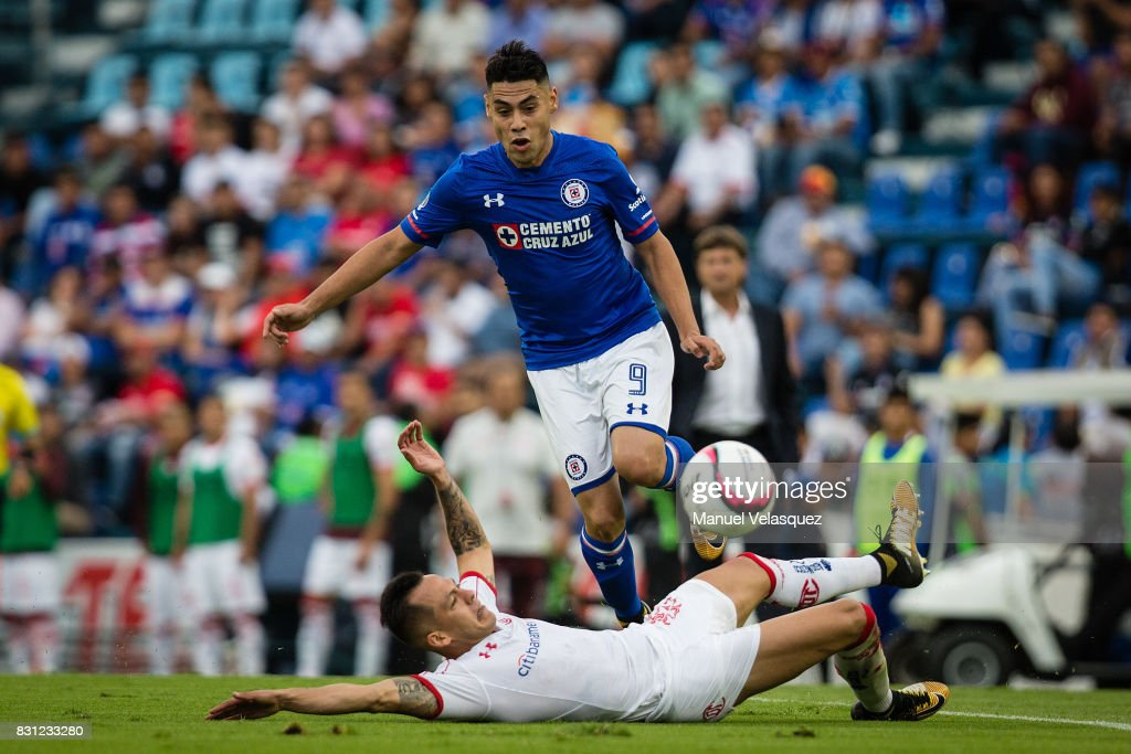 Felipe Mora (R) of Cruz Azul struggle for the ball against Rodrigo Salinas (L) of Toluca during the 4th round match between Cruz Azul and Chivas as part of the Torneo Apertura 2017 Liga MX at Azul Stadium on August 12, 2017 in Mexico City, Mexico.