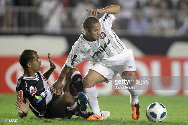 Felipe of Vasco struggles for the ball with Madson of Atletico Paranaense during a match as part of Brazil Cup 2011 at Sao Januario stadium on May...