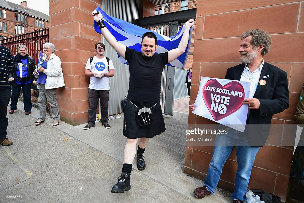 People Of Scotland Take To The Polls To Decide Their Country's Fate In Historic Vote : Nachrichtenfoto