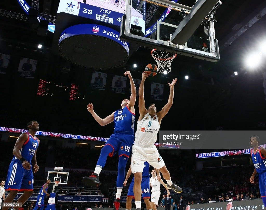 Felipe Reyes, #9 of Real Madrid competes with Vladimir Stimac, #15 of Anadolu Efes Istanbul during the 2017/2018 Turkish Airlines EuroLeague Regular Season Round 1 game between Anadolu Efes Istanbul v Real Madrid at Sinan Erdem Dome on October 12, 2017 in Istanbul, Turkey.
