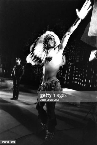 Felipe Rose l'indien du groupe 'Village people sur la scène du Palace à Paris france en octobre 1978