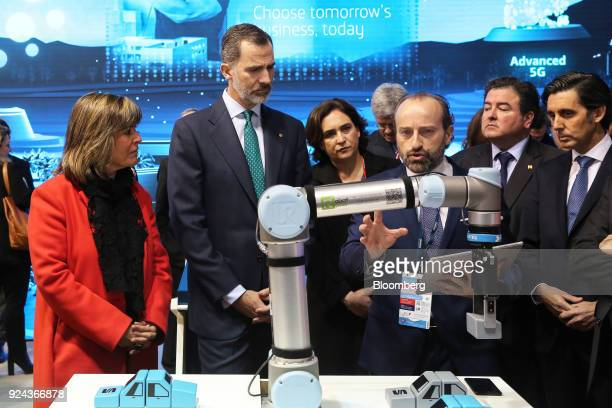 Felipe VI Spain's king second right and Jose Maria AlvarezPallete chairman and chief executive officer of Telefonica SA right visit the Telefonica SA...