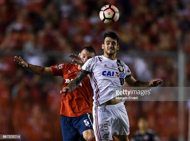 Felipe Vizeu of Flamengo goes for a header with Gaston Silva of Indendiente during the first leg of the Copa Sudamericana 2017 final between...