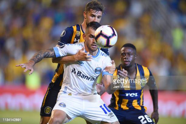 Felipe Vizeu of Gremio controls the ball under pressure of Miguel Barbieri of Rosario Central during a group H match between Rosario Central and...