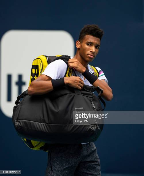 Felix AugerAliassime of Canada acknowledges the crowd as he leaves the court after losing to John Isner of The United States in the semi final of the...