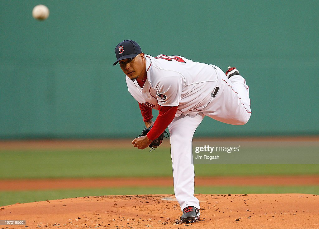 Felix Doubront #22 of the Boston Red Sox throws in the 1st inning against the Oakland Athletics at Fenway Park on April 22, 2013 in Boston, Massachusetts.