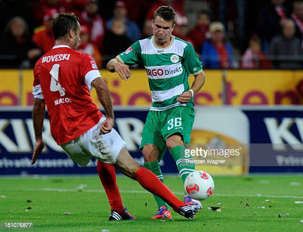 Felix Klaus of Fuerth is scoring his teams first goal during the Bundesliga match between FSV Mainz 05 and SpVgg Greuther Fuerth at Coface Arena on...