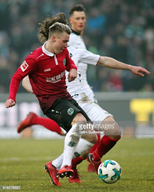 Felix Klaus of Hannover scores his team's second goal during the Bundesliga match between Hannover 96 and SportClub Freiburg at HDIArena on February...