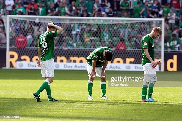 Felix Kroos Sokratis and Aaron Hunt of Bremen look dejected after the Bundesliga match between SV Werder Bremen and TSG 1899 Hoffenheim at Weser...