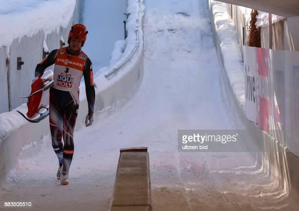 Felix Loch geht im Zielauslauf enttaeuscht mit seinen Schlitten zurueck waehrend der FIL Rodel Weltmeisterschaft der Herren am 29 Januar 2017 in...