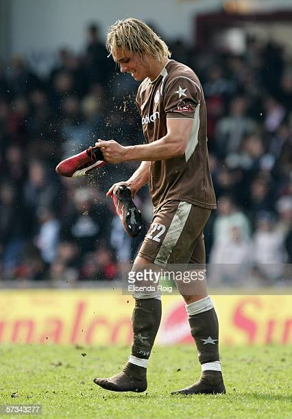 Felix Luz of Pauli looks dejected during the Third League match between FC St.Pauli and Holstein Kiel at the Millerntor Stadium on April 15, 2006 in...