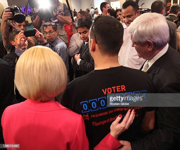 Felix Quintana from Orlando gets his picture taken with Newt and Callista Gingrich at the Centro de la Familia Cristiana.