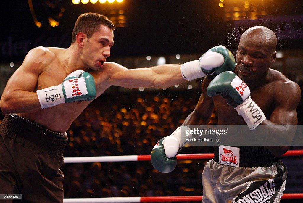 Felix Sturm v Randy Griffin - WBA World Championship : Foto jornalística