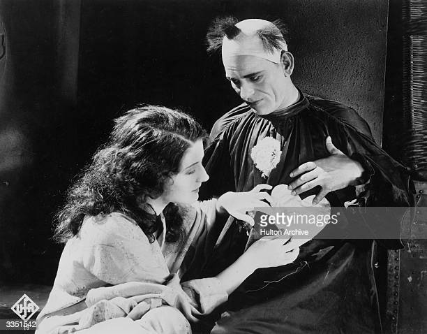 A fellow performer attaches a paper heart to Lon Chaney's clown costume in a scene from the tragic film 'He Who Gets Slapped' directed by Victor...