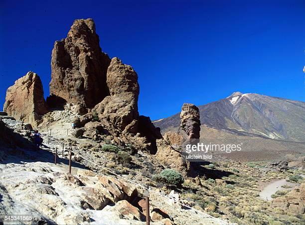Felsformation Los Roquesmit Blick zum Teide 1996