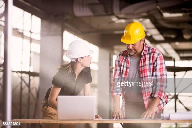 Architekten und Bau Arbeitnehmerin