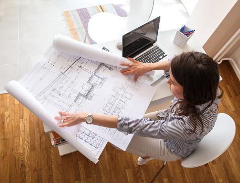 Female architect 486565100