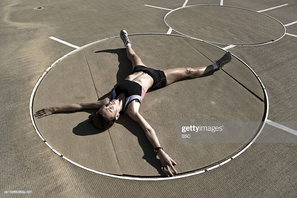 Female athlete lying in stadium, elevated view : Foto stock