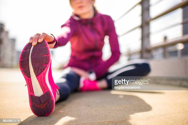 female athlete stretching - active lifestyle stock pictures, royalty-free photos & images