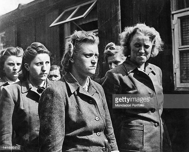 Female auxiliaries who were in charge of the Bergen-Belsen concentration camp have been captured. Bergen, April 1945