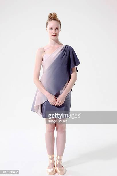 Femme debout ballerine