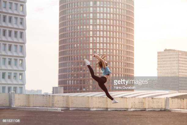 female ballet dancer dancing on a rooftop in lyon, france - corps humain photos stock pictures, royalty-free photos & images